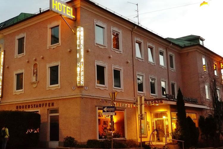 anfahrt und lage g nstig bernachten im hotel hohenstauffen salzburg zentrale lage am. Black Bedroom Furniture Sets. Home Design Ideas