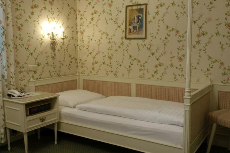 07-zimmer-hohenstauffen-hotel-salzburg.jpg