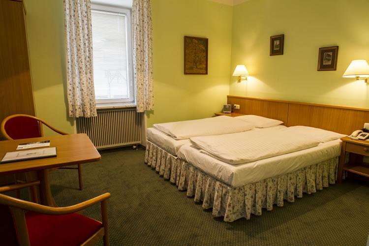 430_1-zimmer-hohenstauffen-hotel-salzburg.jpg