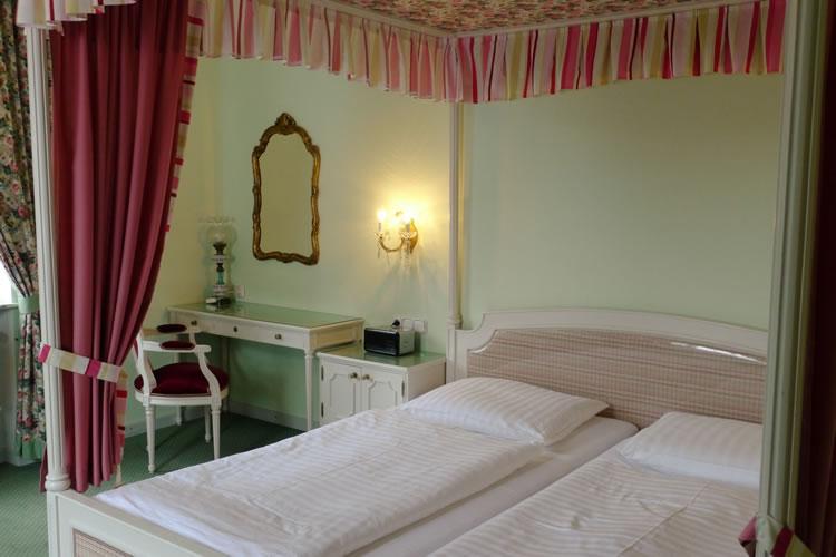 P1040478-zimmer-hohenstauffen-hotel-salzburg.jpg