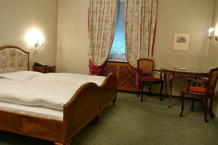 P1040484-zimmer-hohenstauffen-hotel-salzburg.jpg